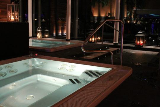 Hotelli Kumpeli kylpylä spa-osasto poreallas kynttilät lyhty ilta Heinola jacuzzi