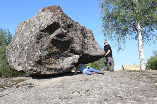 Onkiniemen liikkuva kivi, Sysmä, Onkiniemi rocking stone