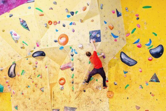 YogaRocks kiipeilyseinä boulderointi bouldering Lahti