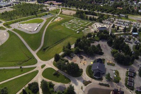 Launeen keskuspuiston tapahtumakenttä Event square