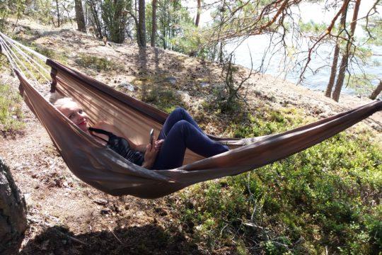 Best Lake Nature Adventures riippumatto Metsän syli -retkellä Lahti