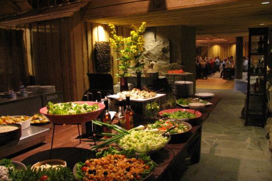 Lehmonkärki Resort Ometta buffet