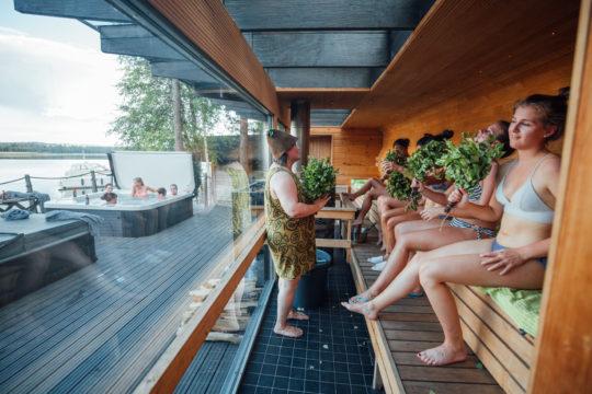 Lehmonkärki saunamaailma saunahoidot Travellamo Asikkala sauna treatment