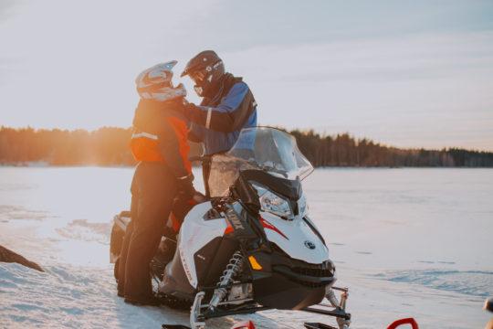 Lehmonkärki moottorikelkkasafari snowmobile Asikkala