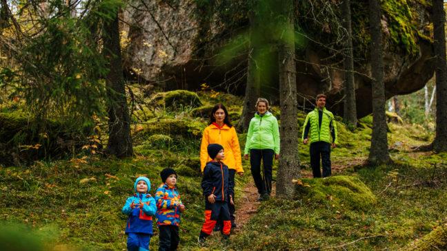Yli-Kaitala perhe hiidenkivellä