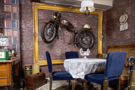Vintage Rusty Café