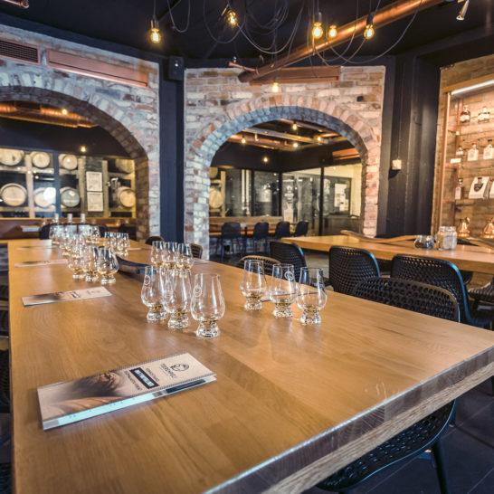 Teerenpeli viskitislaamo kellarikabinetti whisky distillery tasting cellar cabinet