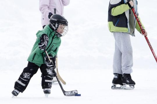 Vierumäki lapsi jääkiekko Children playing ice hockey