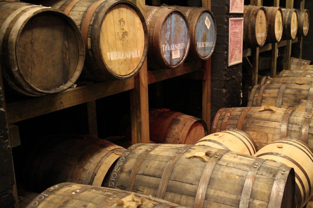Teerenpeli viskitynnyrit kypsymässä
